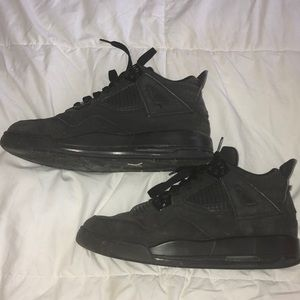 400da9e13922 Jordan Shoes - Retro Air Jordan 4s - All Black - Boys sz. 6